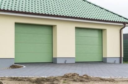 Przykładowe bramy przemysłowe w budynkach gospodarczych. fot. fotolia.pl