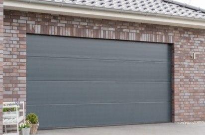 Bramy garażowe Łęczna - przykład bramy garażowej zastosowanej w budownictwie jednorodzinnym. fot. fotolia.pl